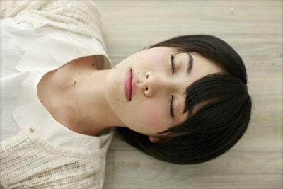 「疲れているのに夜眠れない」とお悩みの方必見!脳の興奮を鎮める方法