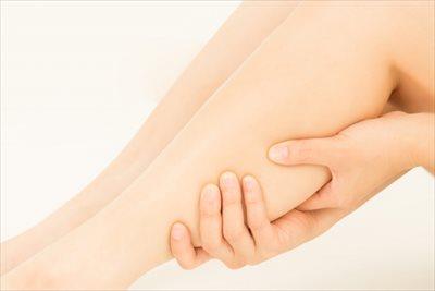 足のむくみは血液とリンパが滞ることが原因?