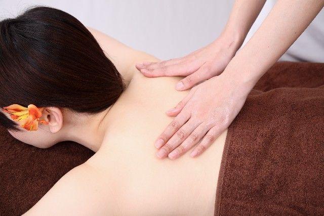 Venus Spa東京の出張マッサージを受ける女性