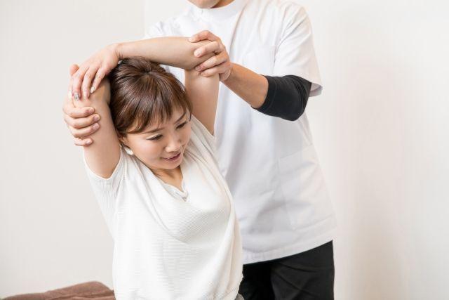Venus Spa東京でストレッチを受ける女性